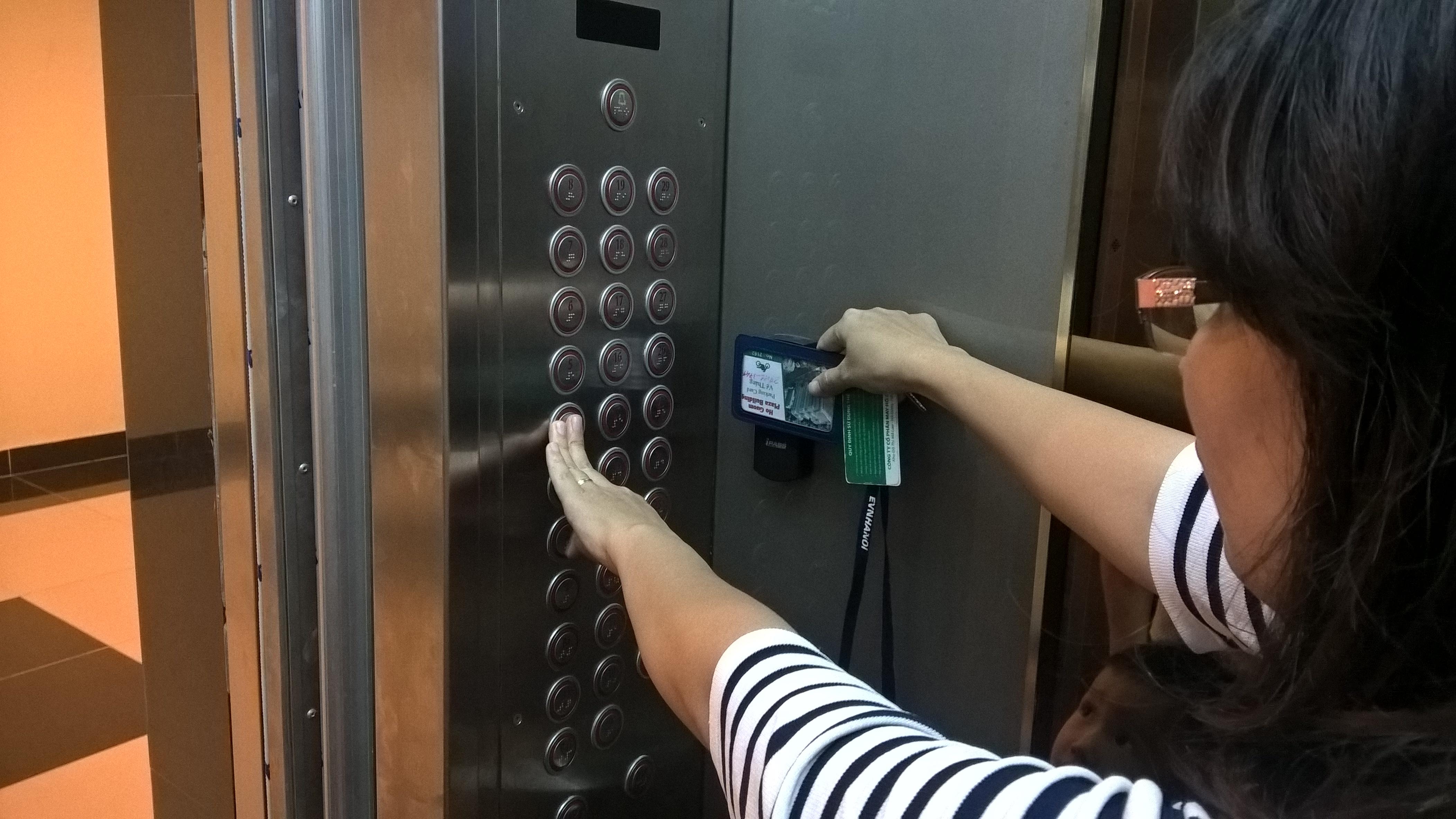 Lưu ý khi sử dụng thang máy